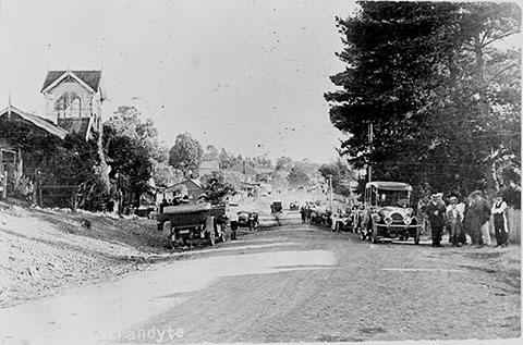 Historical black and white photo of Warandyte main road c1916